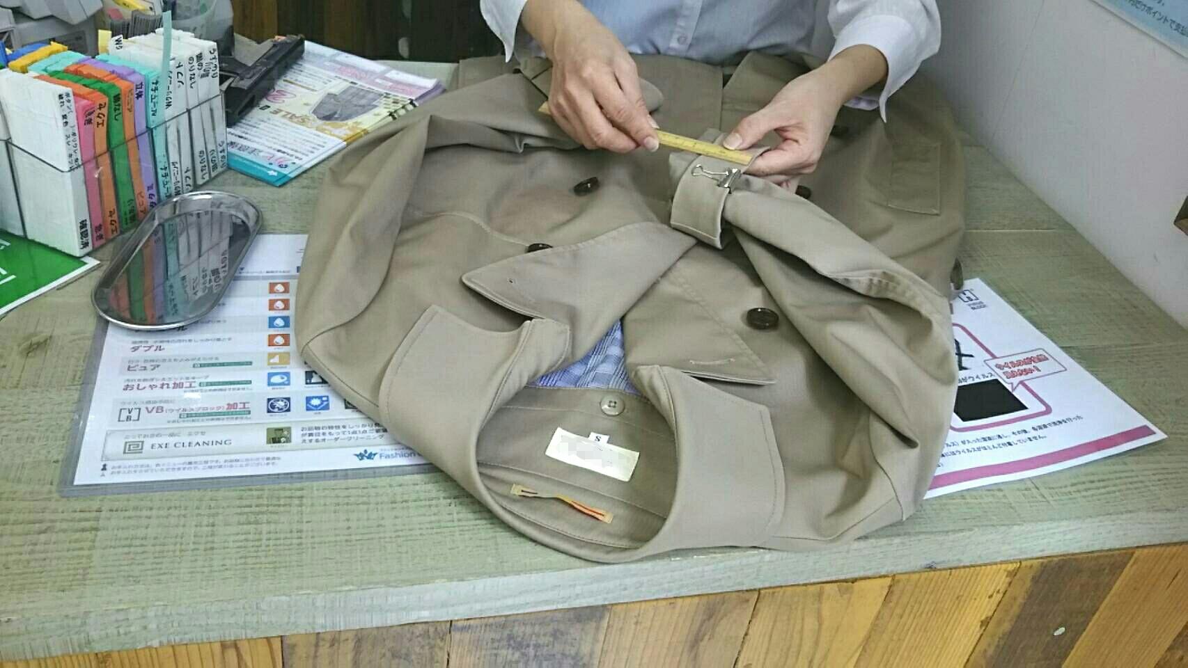 ≪トレンチコートの袖丈詰め~既製品はいつも大きい≫