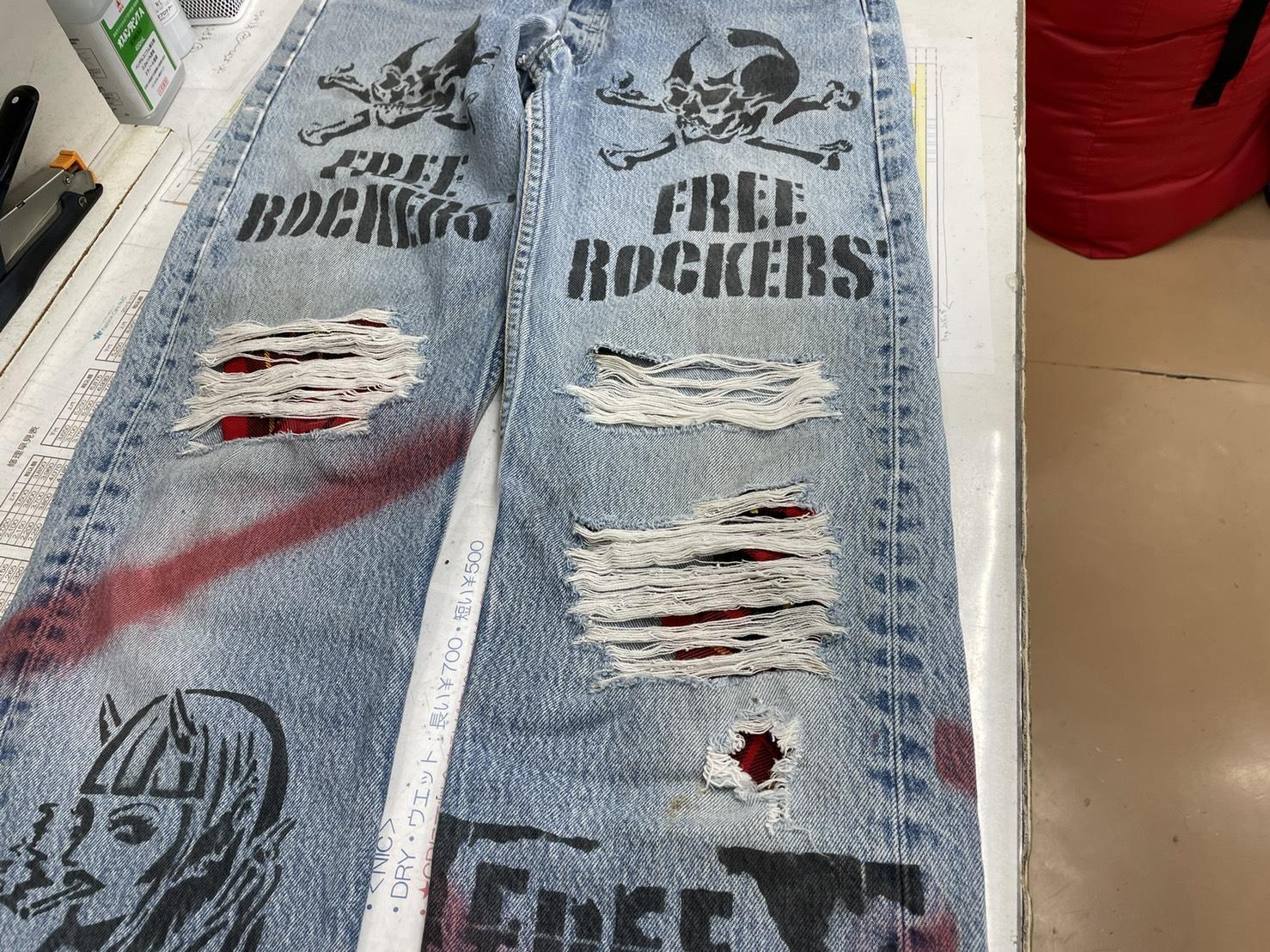 ≪ジーンズの破れ直し~ミシン刺しに赤いステッチを入れてデザイン風に~≫